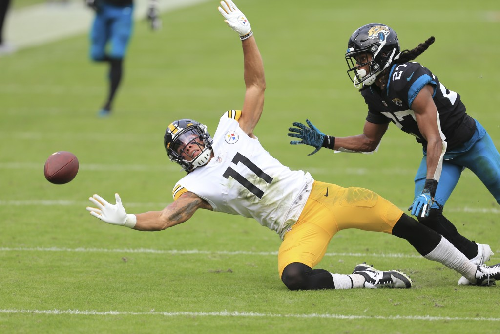 Pittsburgh Steelers wide receiver Chase Claypool (11) tries but can't make a reception in front of Jacksonville Jaguars cornerback Chris Claybrooks du...