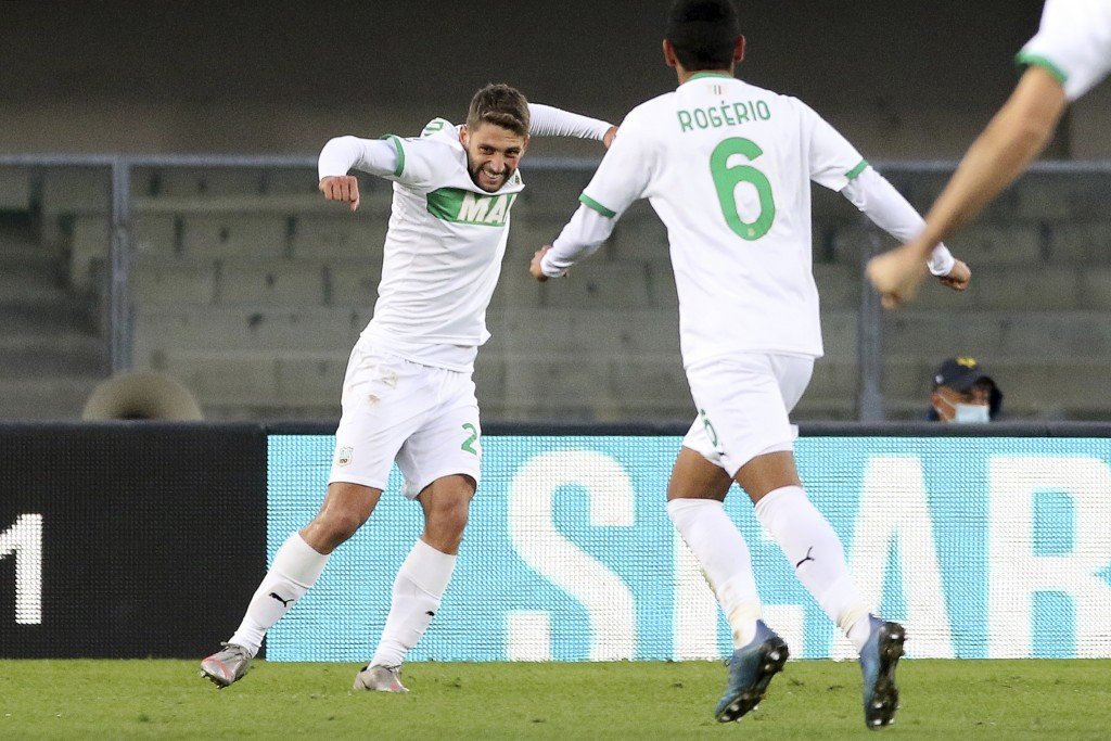 Sassuolo's Domenico Berardi, left, celebrates after scoring during the Serie A soccer match between Hellas Verona and Sassuolo at the Marcantonio Bent...