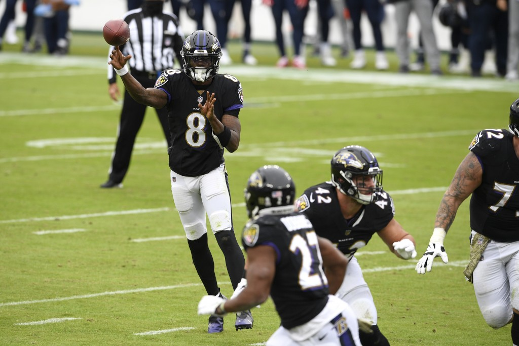 Baltimore Ravens quarterback Lamar Jackson (8) throws a pass to running back J.K. Dobbins (27) on a 2-point conversion play against the Tennessee Tita...