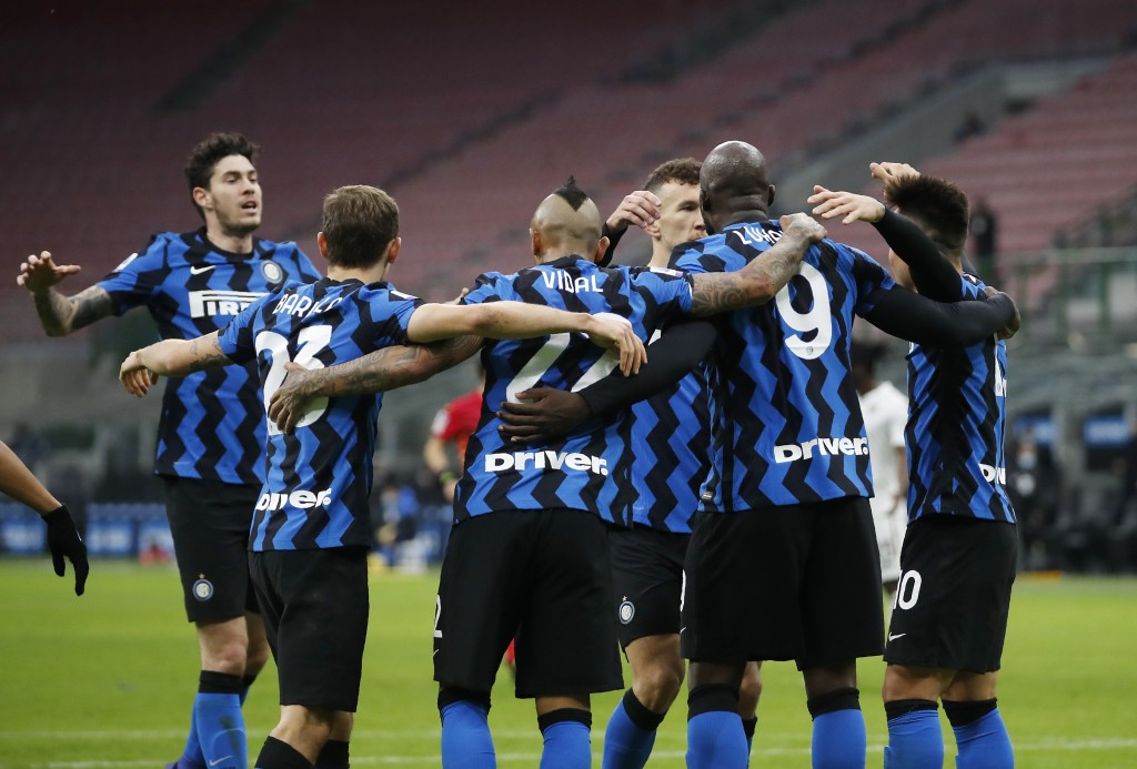 Inter Milan's Romelu Lukaku, second right, celebrates with his teammates after scoring his side's third goal during the Serie A soccer match between I...