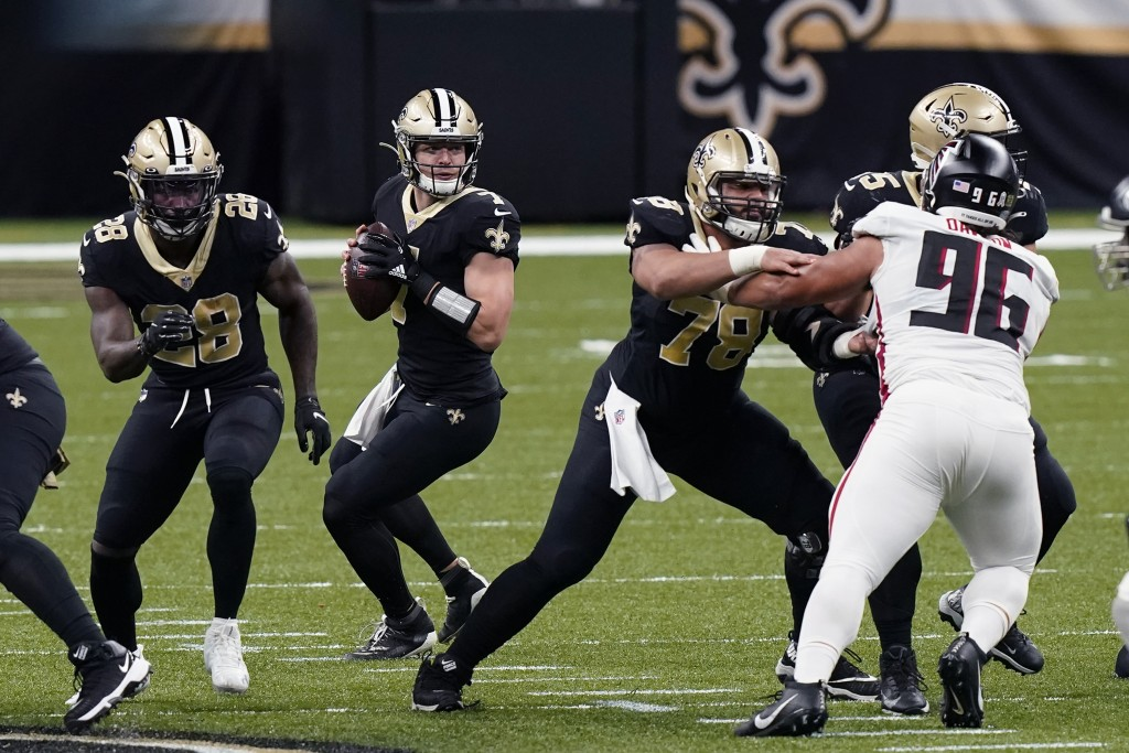 New Orleans Saints quarterback Taysom Hill (7) drops back to pass in the first half of an NFL football game against the Atlanta Falcons in New Orleans...