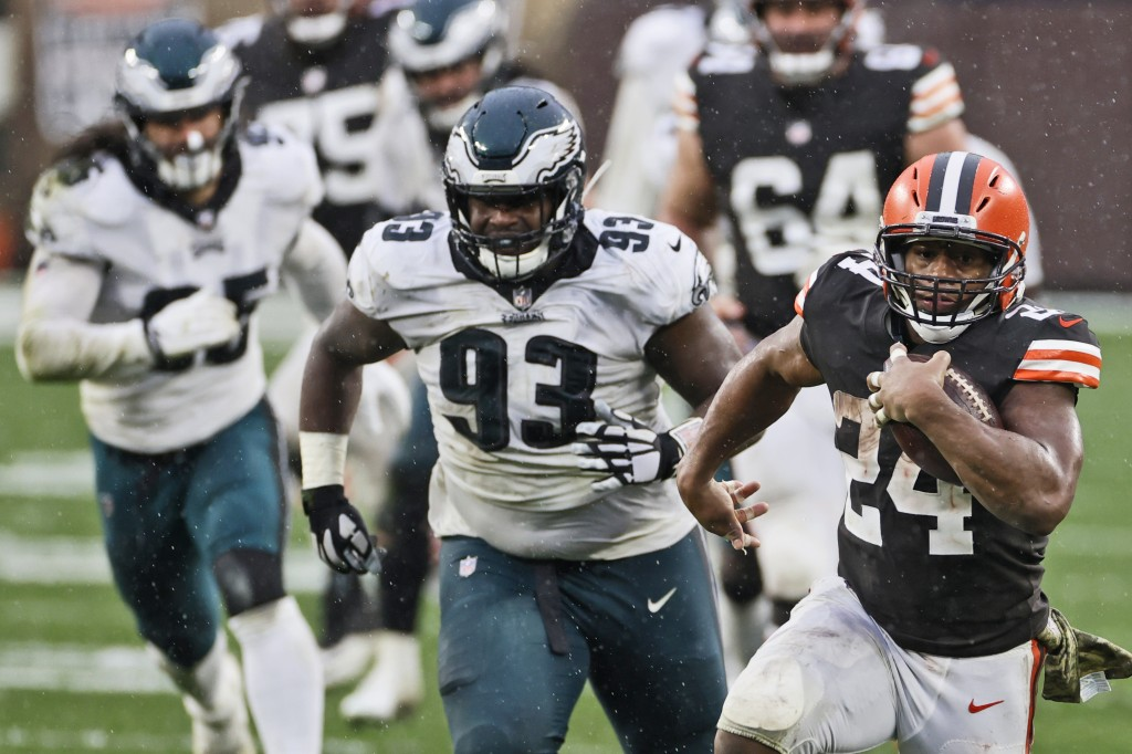 Cleveland Browns running back Nick Chubb (24) rushes during the second half of an NFL football game against the Philadelphia Eagles, Sunday, Nov. 22, ...