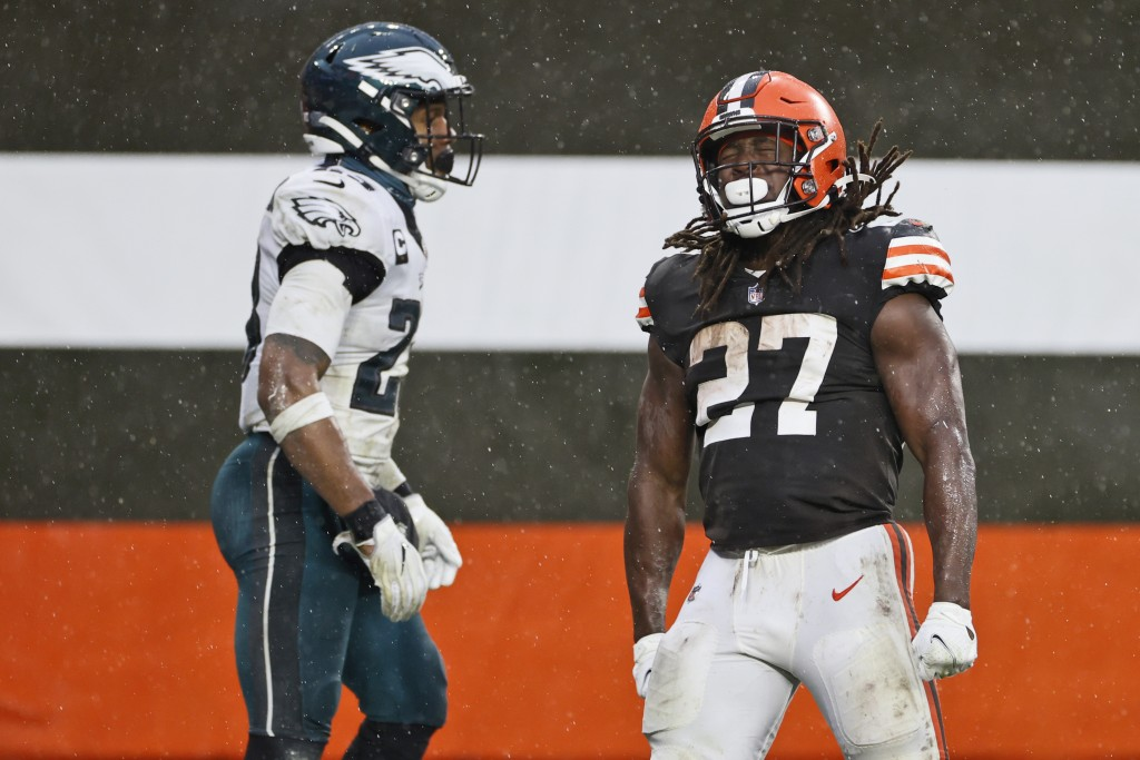 Cleveland Browns running back Kareem Hunt (27) celebrates after a 5-yard rushing touchdown during the second half of an NFL football game against the ...