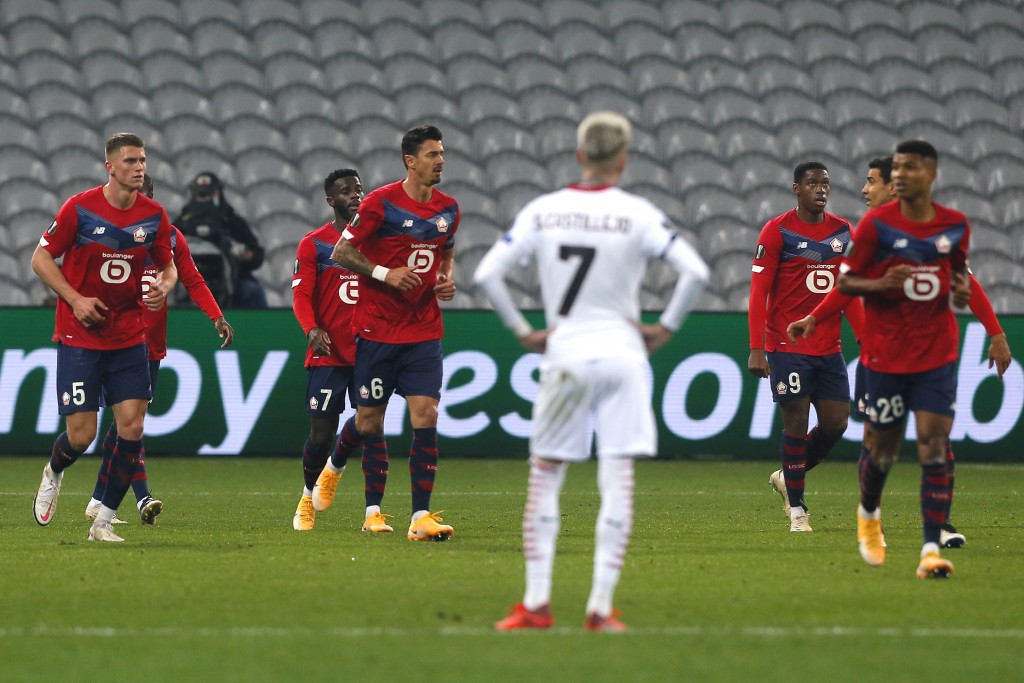 Lille's Jonathan Bamba, rear left, celebrates with his teammates his goal against AC Milan during the Europa League Group H soccer match between Lille...