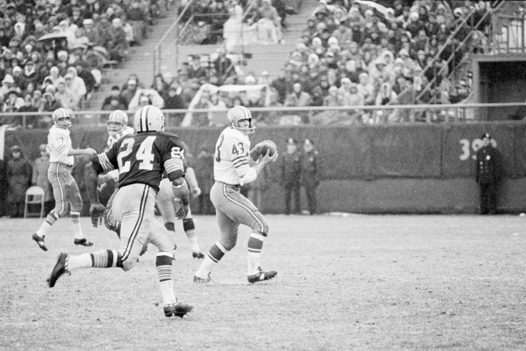 FILE - In this Dec. 4, 1966, file photo, San Francisco 49ers Dave Kopay, right, receives a pass and skampers for about 18 yards before Breen Bay Packe...