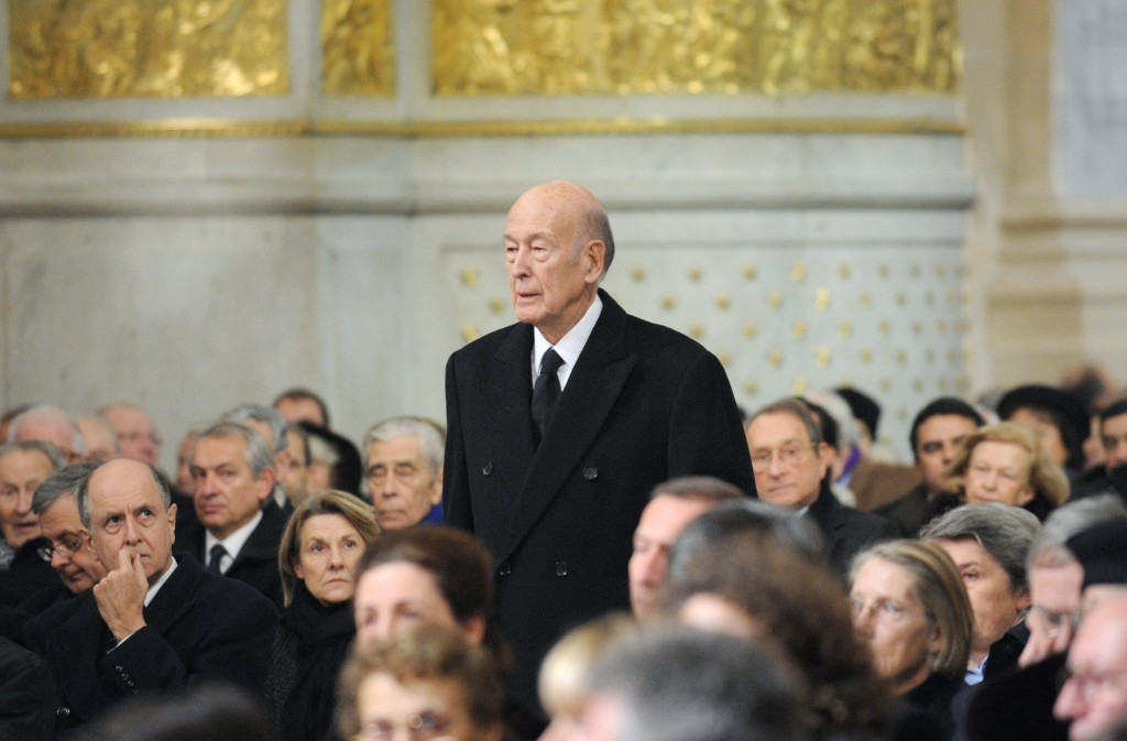 FILE - In this Jan. 11, 2010 file photo Former French President Valery Giscard d'Estaing arrives for the funeral of Philippe Seguin, the President of ...