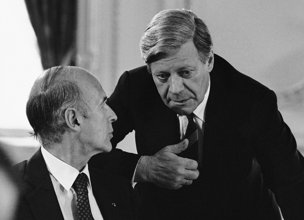 FILE - In this June 28, 1979 file photo French President Valery Giscard d'Estaing, left, confers with German Chancellor Helmut Schmidt, in Tokyo. Vale...