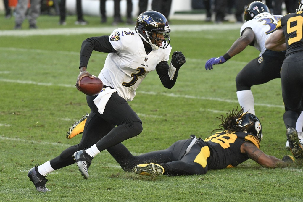 Baltimore Ravens quarterback Robert Griffin III (3) scrambles past Pittsburgh Steelers outside linebacker Bud Dupree (48) during the first half of an ...