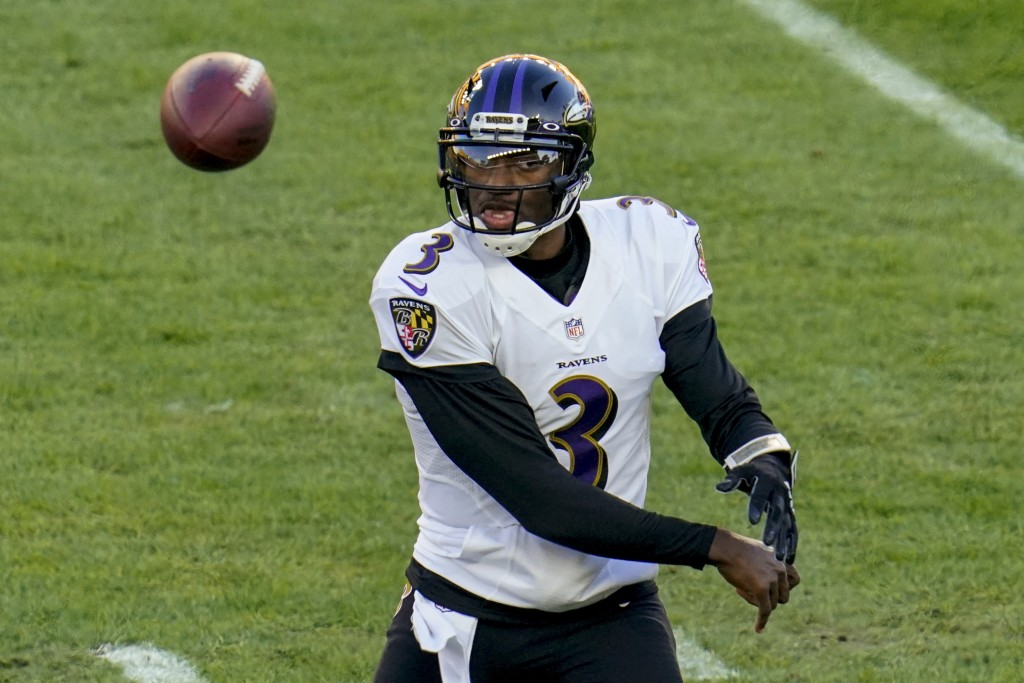 Baltimore Ravens quarterback Robert Griffin III (3) passes against the Pittsburgh Steelers in the first half during an NFL football game, Wednesday, D...