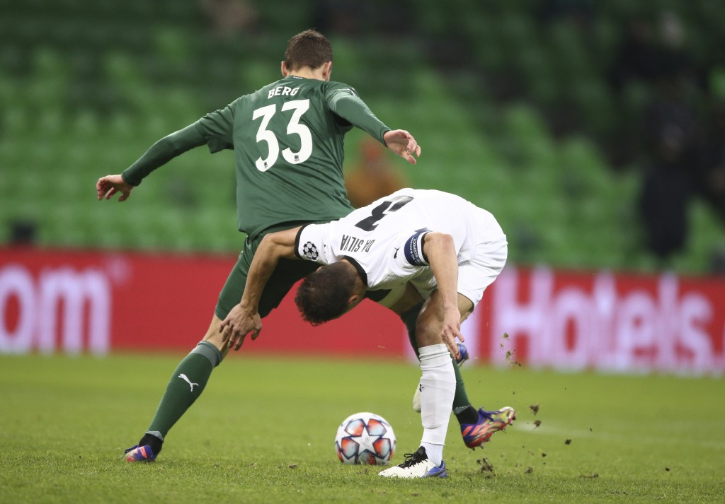 Krasnodar's Marcus Berg, left, and Rennes' Damien Da Silva challenge for the ball during the UEFA Champions League, Group E, soccer match between Kras...