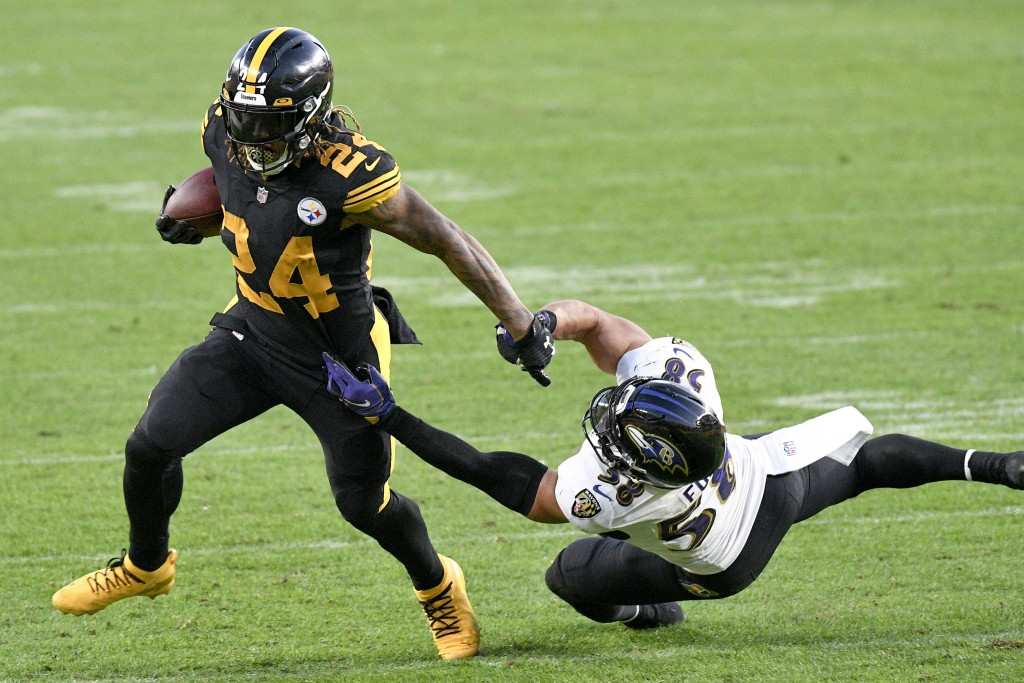 Pittsburgh Steelers running back Benny Snell (24) runs away from Baltimore Ravens outside linebacker L.J. Fort (58) during the first half of an NFL fo...