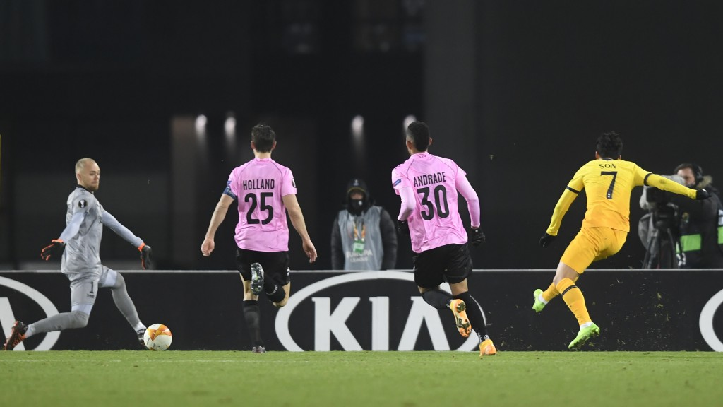 Tottenham's Son Heung-min, right, scores his side's second goal during the Europa League Group J soccer match between Linzer ASK and Tottenham Hotspur...