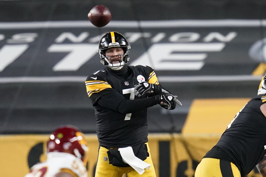 Pittsburgh Steelers quarterback Ben Roethlisberger (7) throws a pass during the second half of an NFL football game against the Washington Football Te...