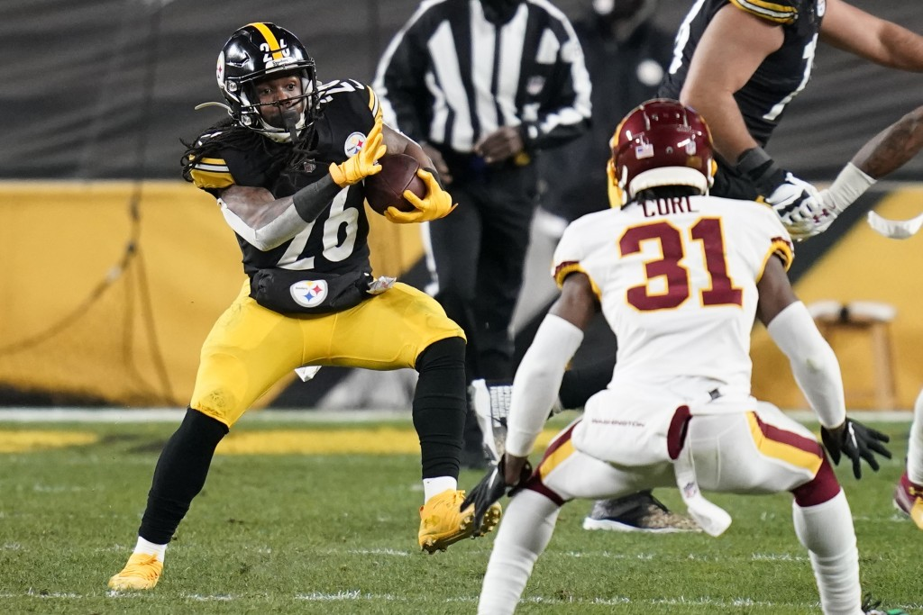 Pittsburgh Steelers running back Anthony McFarland (26) carries the ball with Washington Football Team strong safety Kamren Curl (31) defending during...