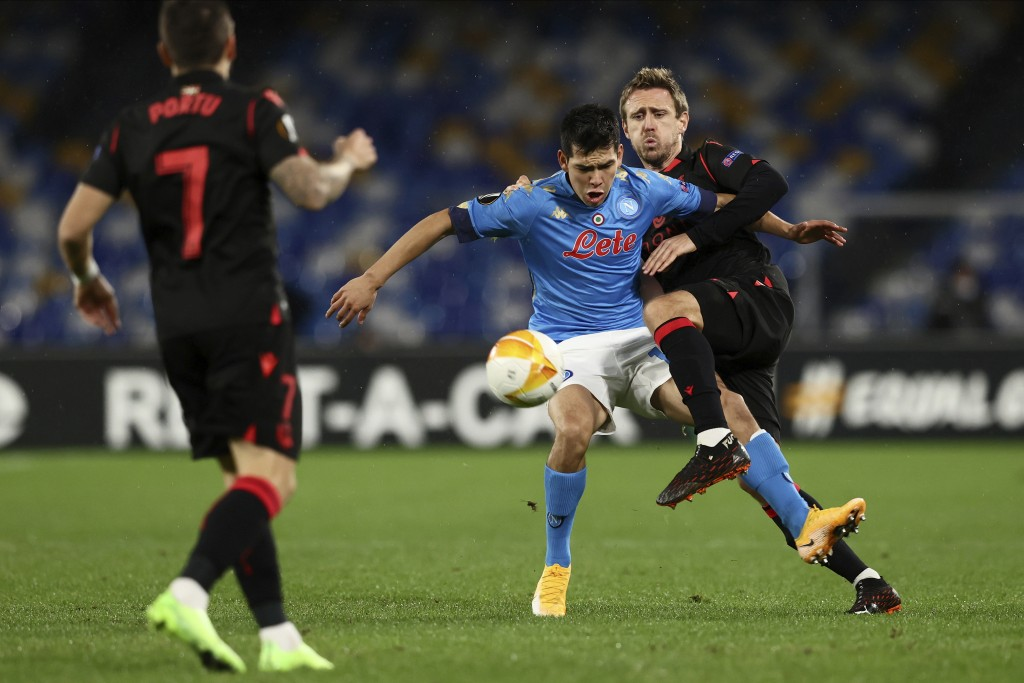 Napoli's Hirving Lozano, 2nd right, goes for the ball during the Europa League, group F soccer match between Napoli and Real Sociedad, at the Diego Ar...