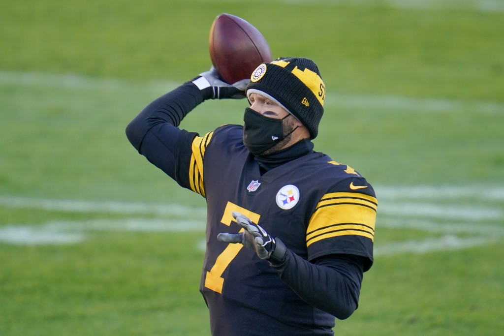 Pittsburgh Steelers quarterback Ben Roethlisberger (7) warms up before an NFL football game against the Baltimore Ravens, Wednesday, Dec. 2, 2020, in ...