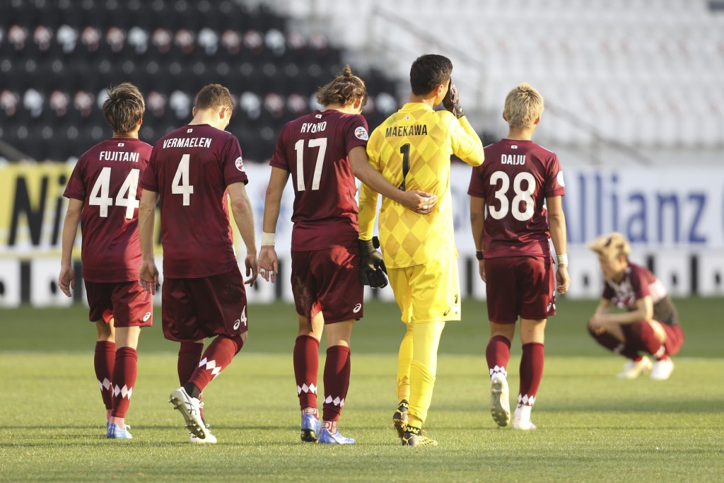 Vissel Kobe walk off the field in dejection end the Champions League semifinal soccer match between Vissel Kobe and Ulsan Hyundai FC at Jassim Bin Ham...