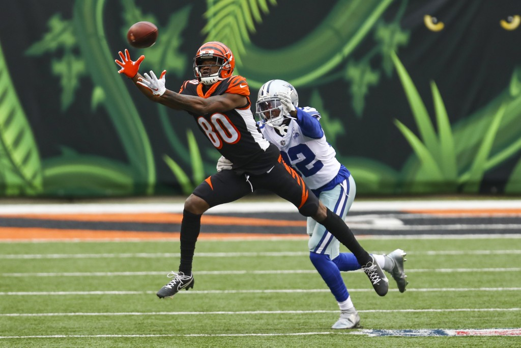 Cincinnati Bengals wide receiver Mike Thomas (80) makes a catch in front of Dallas Cowboys cornerback Saivon Smith (32) in the first half of an NFL fo...