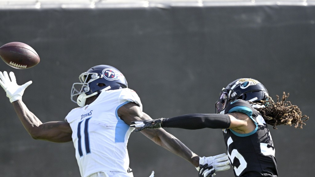 Tennessee Titans wide receiver A.J. Brown (11) makes a reception for a 37-yard touchdown in front of Jacksonville Jaguars cornerback Sidney Jones, rig...