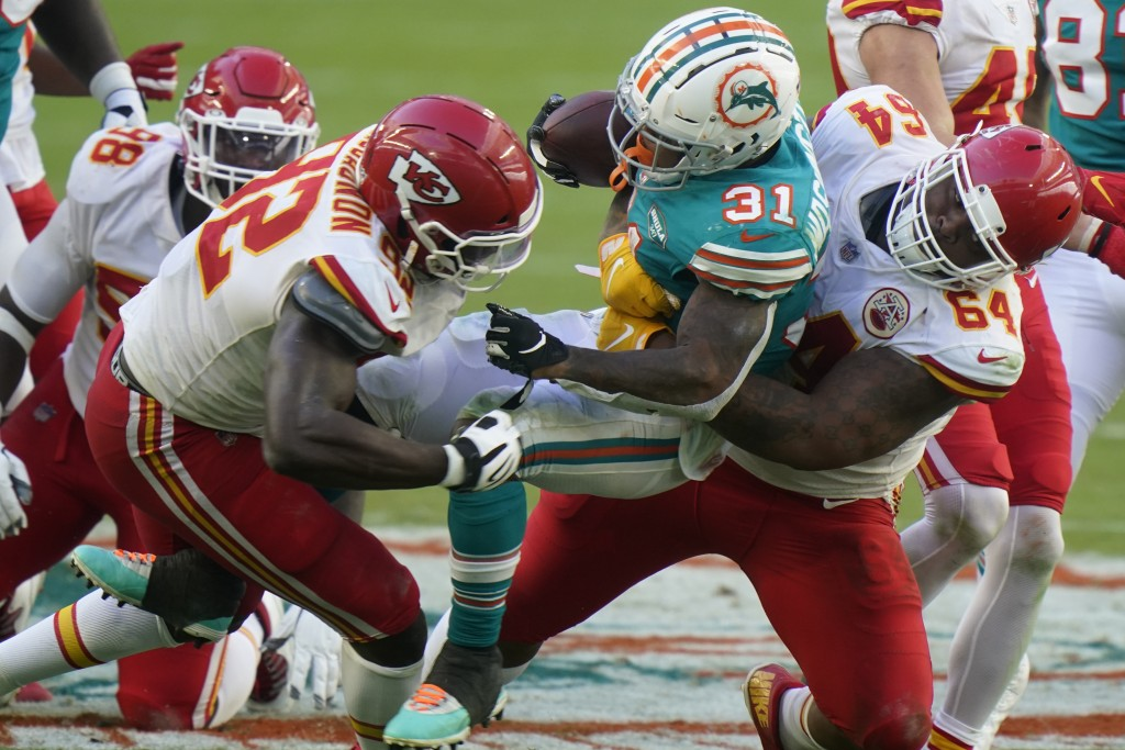 Kansas City Chiefs defensive tackle Mike Pennel (64) and defensive end Tanoh Kpassagnon (92) tackle Miami Dolphins running back DeAndre Washington (31...