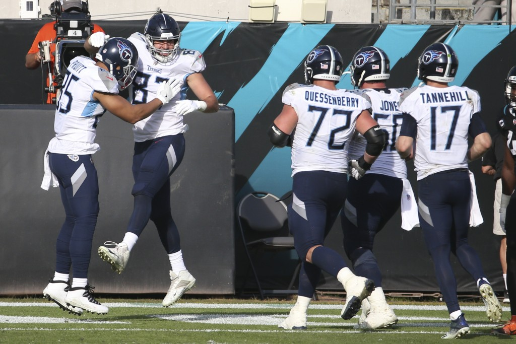 Tennessee Titans tight end Geoff Swaim, second from left, celebrates his touchdown reception against the Jacksonville Jaguars with teammates during th...