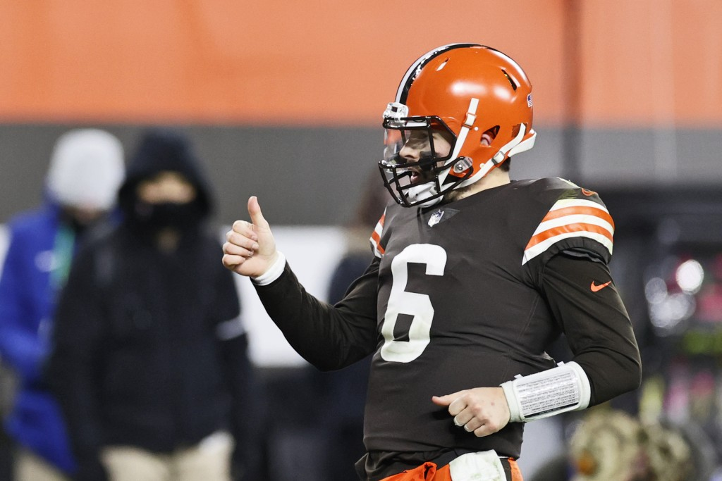 Cleveland Browns quarterback Baker Mayfield celebrates a 21-yard touchdown pass to wide receiver Rashard Higgins during the second half of an NFL foot...