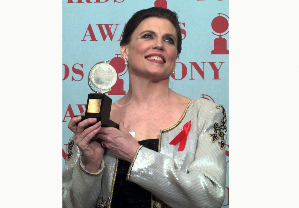 """FILE - Anne Reinking holds her Tony award for best choreography for the musical """"Chicago"""" at the 51st annual Tony Awards on June 1, 1997, in New York...."""