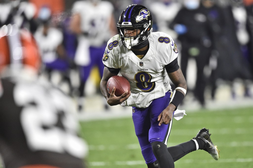 Baltimore Ravens quarterback Lamar Jackson (8) rushes for a 17-yard touchdown during the first half of an NFL football game against the Cleveland Brow...