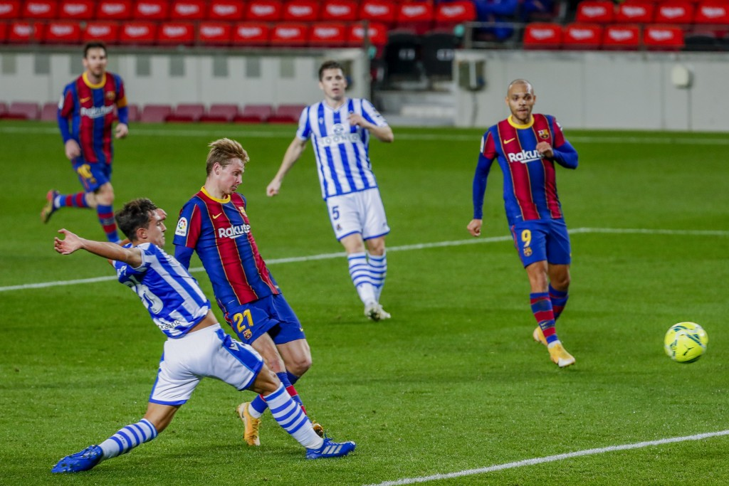 Barcelona's Frenkie de Jong, third left, scores his side's second goal during the Spanish La Liga soccer match between FC Barcelona and Real Sociedad ...