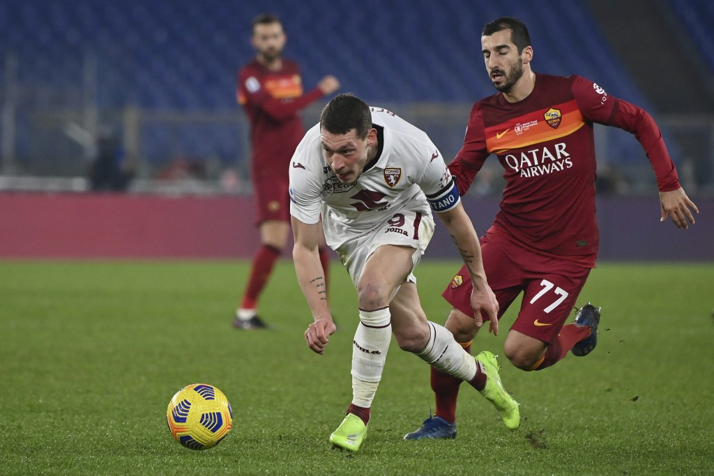 Torino's Andrea Belotti, left, battles for the ball with Roma's Henrikh Mkhitaryan during the Italian Serie A soccer match between Roma and Torino at ...
