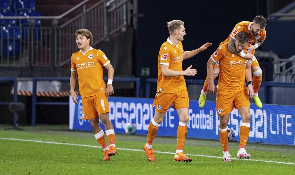 Bielefeld's goal scorer Fabian Klos, Bielefeld's Marcel Hartel, Bielefeld's Amos Pieper and Bielefeld's Ritsu Doan, from left, celebrate the opening g...