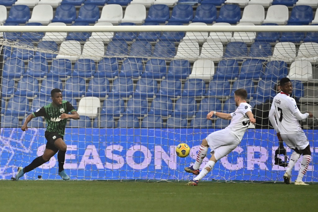 AC Milan's Alexis Saelemaekers, center, scores his side's 2nd goal during the Serie A soccer match between Sassuolo and AC Milan at the Mapei Stadium ...