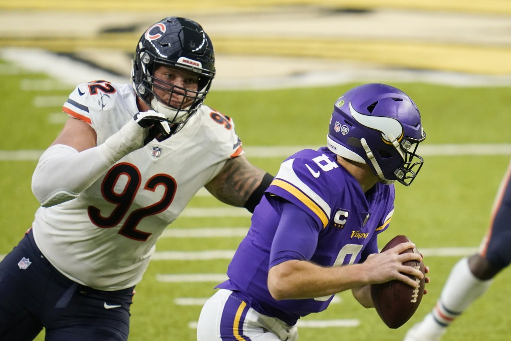 Chicago Bears defensive tackle Brent Urban (92) chases Minnesota Vikings quarterback Kirk Cousins (8) during the second half of an NFL football game, ...