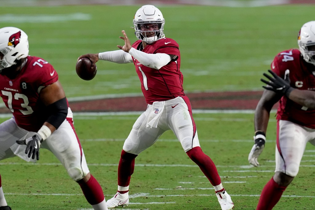 Arizona Cardinals quarterback Kyler Murray (1) throws against the Philadelphia Eagles during the second half of an NFL football game, Sunday, Dec. 20,...