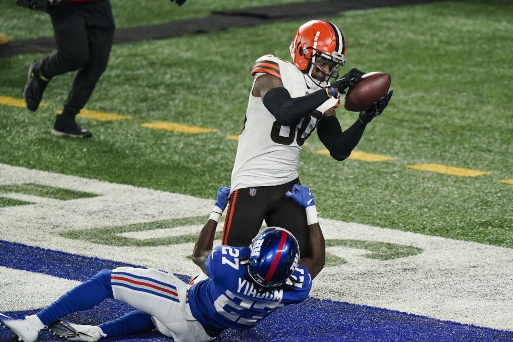 Cleveland Browns' Jarvis Landry (80) catches a pass for a touchdown as New York Giants' Isaac Yiadom (27) defends during the first half of an NFL foot...