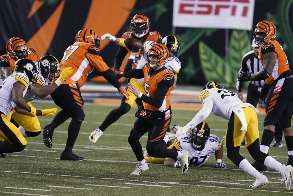 Cincinnati Bengals quarterback Ryan Finley (5) scrambles to throw during the second half of an NFL football game against the Pittsburgh Steelers, Mond...