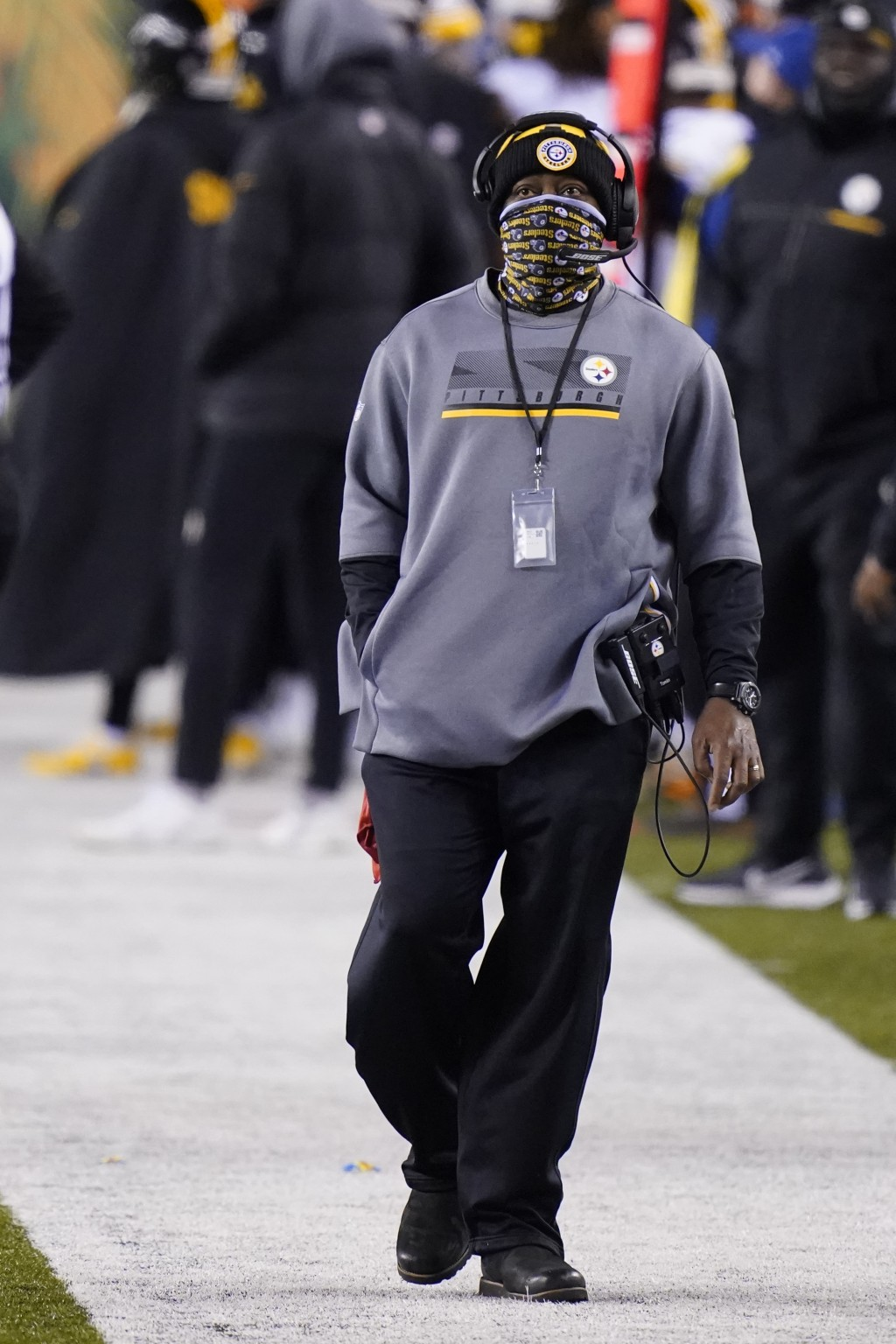 Pittsburgh Steelers head coach Mike Tomlin watches the second half of an NFL football game against the Cincinnati Bengals, Monday, Dec. 21, 2020, in C...