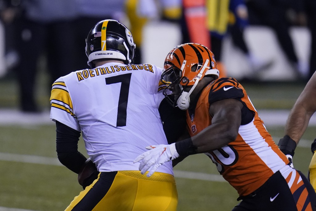 Cincinnati Bengals' Carl Lawson (58) sacks Pittsburgh Steelers quarterback Ben Roethlisberger (7) during the first half of an NFL football game, Monda...