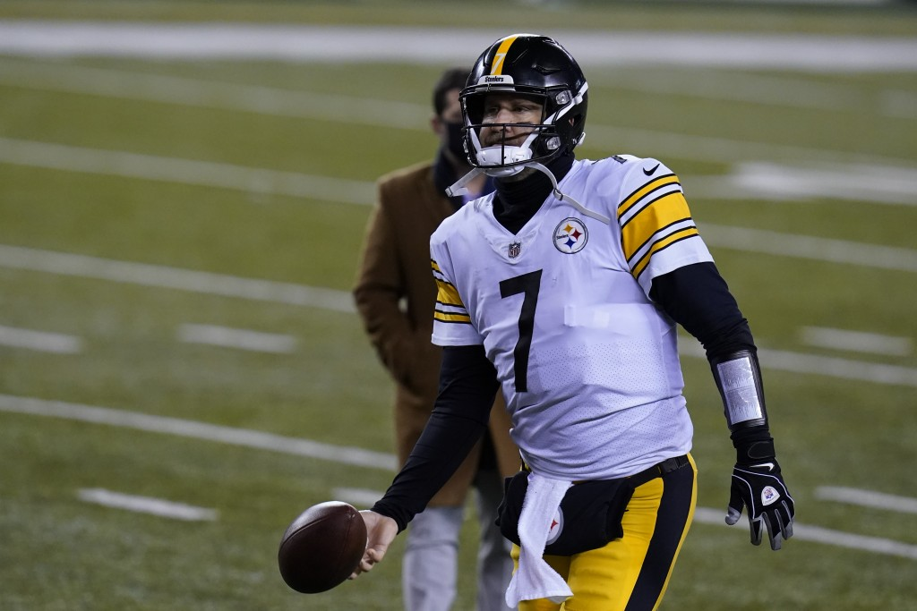 Pittsburgh Steelers' Ben Roethlisberger (7) tosses the ball as he leaves the field following an NFL football game against the Cincinnati Bengals, Mond...