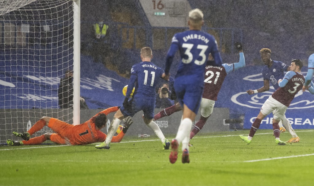 West Ham's goalkeeper Lukasz Fabianski fails to stop Chelsea's Tammy Abraham, second right, score his team's third goal during the English Premier Lea...