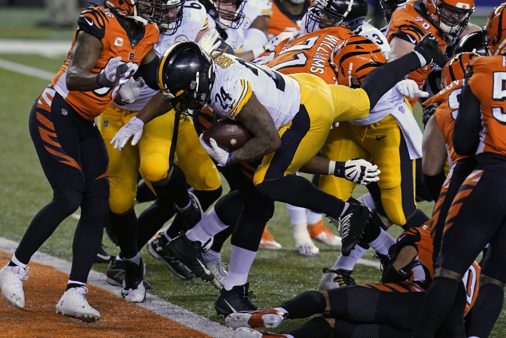 Pittsburgh Steelers' Benny Snell (24) goes in for a touchdown during the second half of an NFL football game against the Cincinnati Bengals, Monday, D...