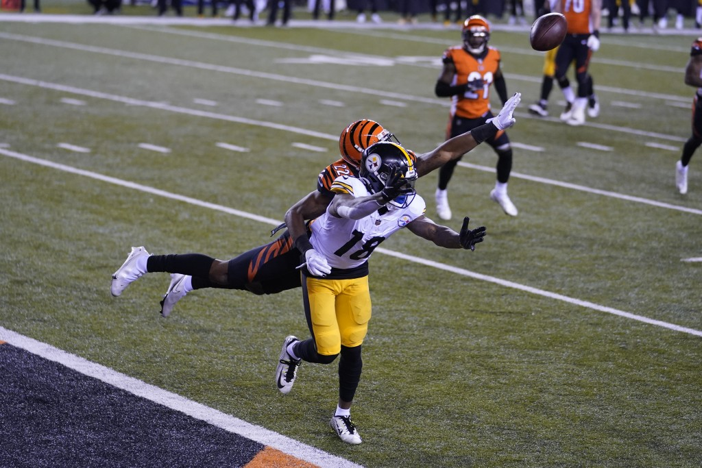 Cincinnati Bengals' William Jackson (22) is called for pass interference against Pittsburgh Steelers' Diontae Johnson (18) during the second half of a...