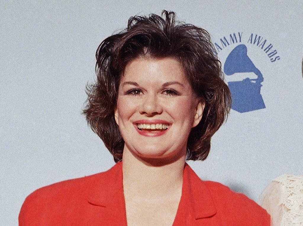 """FILE -  K.T. Oslin appears at the  31st Annual Grammy Awards in Los Angeles on Feb. 23, 1989. Oslin, who hit it big with the 1987 hit """"80′s Ladies"""" an..."""