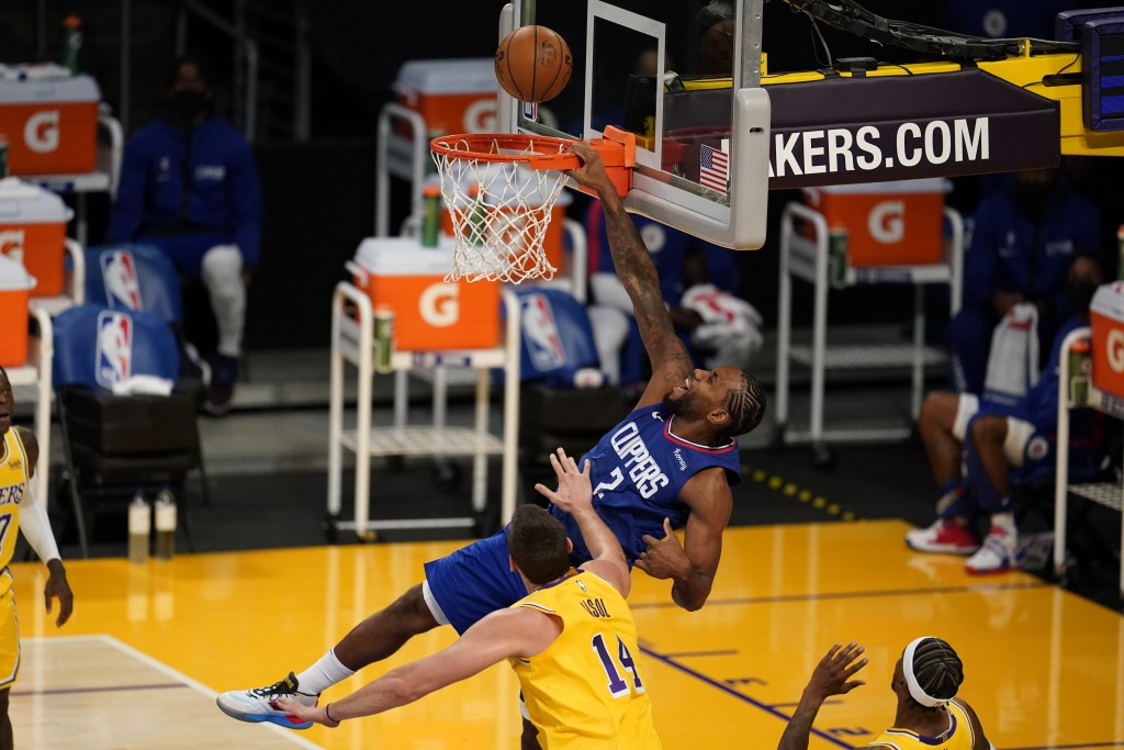 Los Angeles Clippers forward Kawhi Leonard (2) misses on a dunk attempt over Los Angeles Lakers center Marc Gasol (14) during the first half of an NBA...
