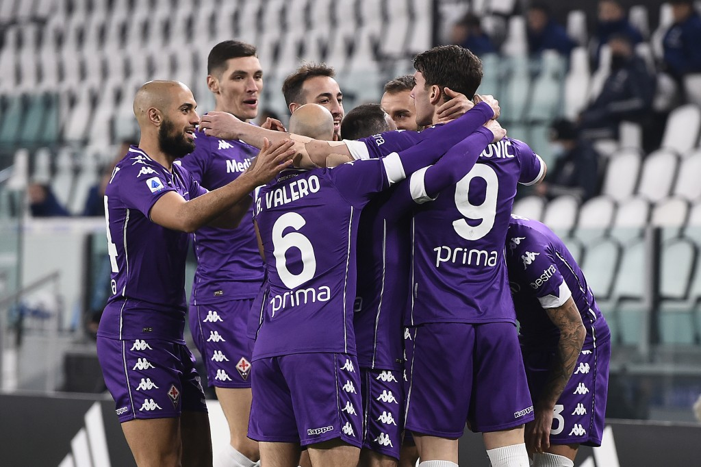 Fiorentina's Dusan Vlahovic, right, celebrates after scoring during the Serie A soccer match between Juventus and Fiorentina, at the Allianz Stadium i...