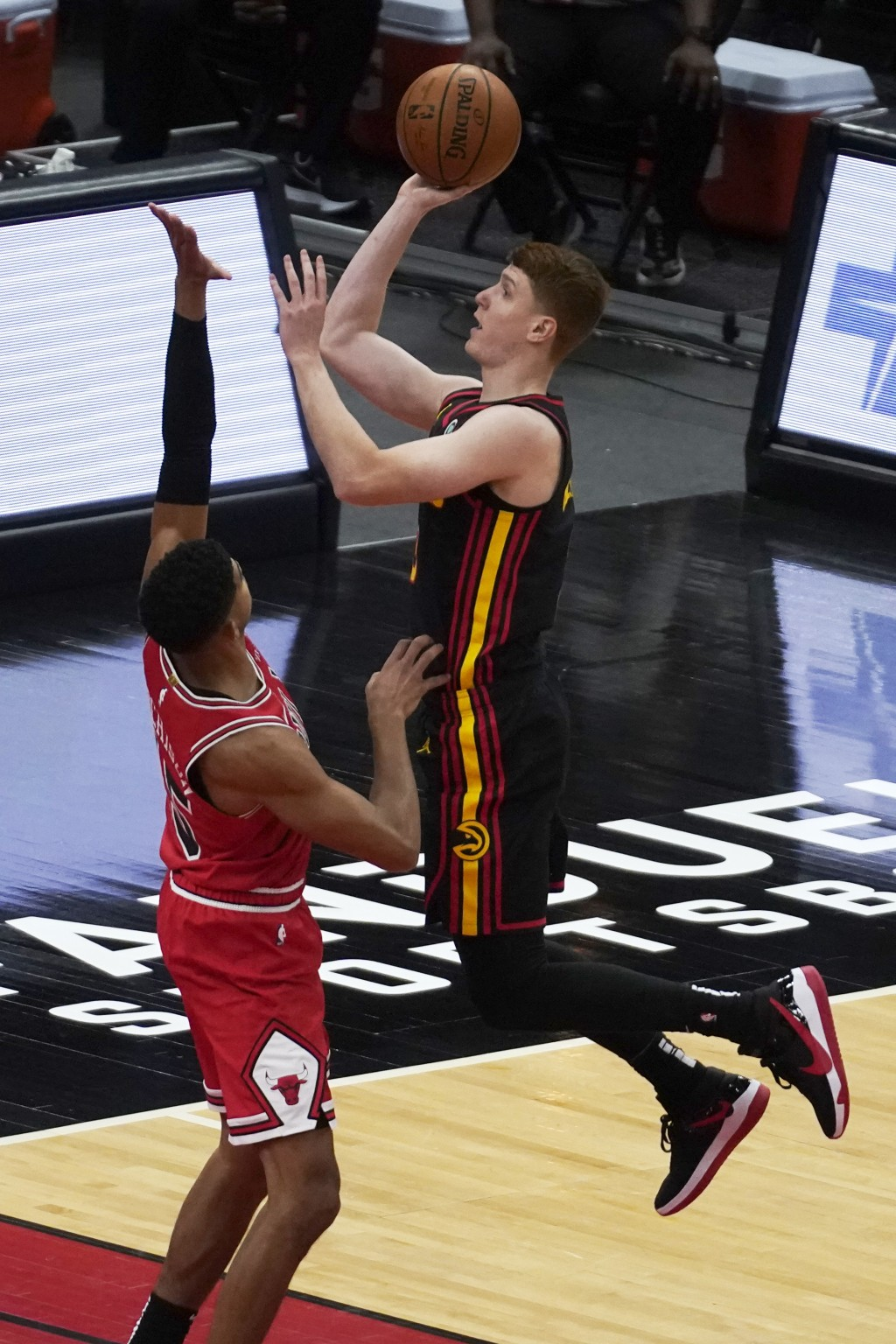 Atlanta Hawks' Kevin Huerter, right, shoots over Chicago Bulls' Chandler Hutchison during the first half of an NBA basketball game in Chicago, Wednesd...