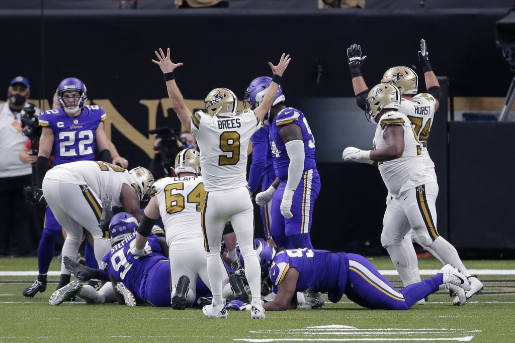 New Orleans Saints quarterback Drew Brees (9) reacts after running back Alvin Kamara scored his sixth rushing touchdown of the game, tying an NFL reco...