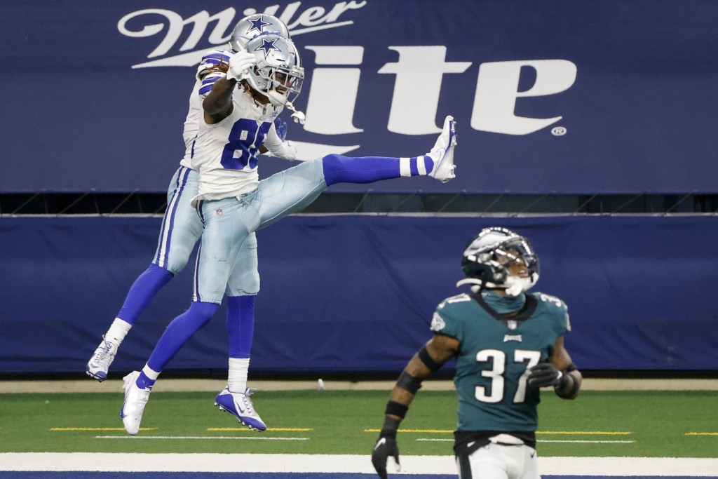 Dallas Cowboys wide receiver CeeDee Lamb (88) and wide receiver Amari Cooper, rear, celebrate a touchdown catch by Lamb as Philadelphia Eagles cornerb...