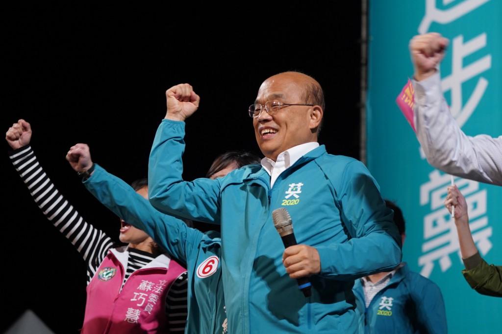 行政院長蘇貞昌5日出席民進黨新莊造勢晚會