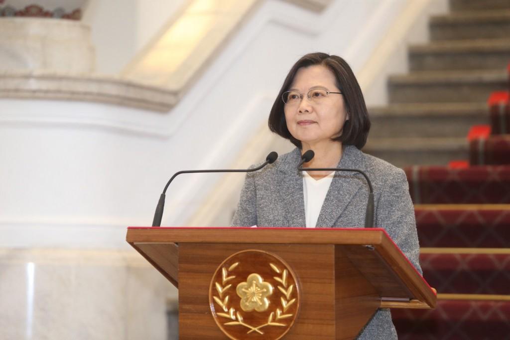 總統蔡英文15日上午在總統府敞廳發表迴廊談話